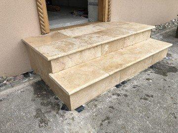 Verlegung von Natursteinplatten